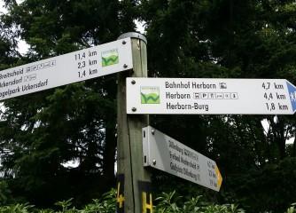 Stete Begleiter - die Wegweiser am Westerwald-Steig