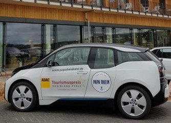 Tourismupreisträger Hotel Papa Rhein feiert Eröffnung